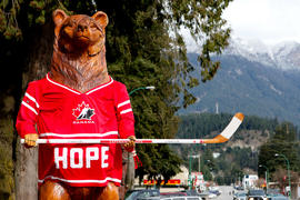 Wooden bear statue with Hope Team Canada hockey Jersey in Hope, BC