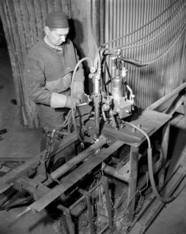 Welding [for] wartime merchant shipping