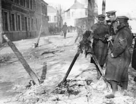 [Soldiers light fires over frozen water main near the Western Front]