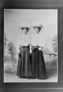 Lillian Ho's mother and Mrs. Jeh Jung in Victoria, B.C
