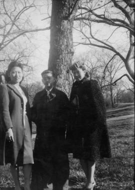 [Winnifred, Winnie and Richard Eng at] Lincoln Park