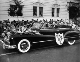 Decorated car carrying P.N.E. President H.M. King and Vice-President A.M. James in 1949 P.N.E. Op...