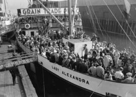 "Grain Trade picnic, S.S. ""Lady Alexandra"" leaving Union Dock"