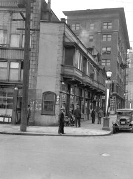 [View of corner of shallow building at Pender and Carrall Streets]