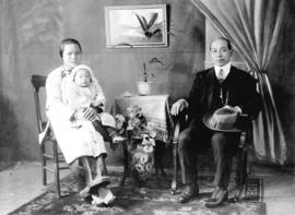 [Portrait of an unidentified family]