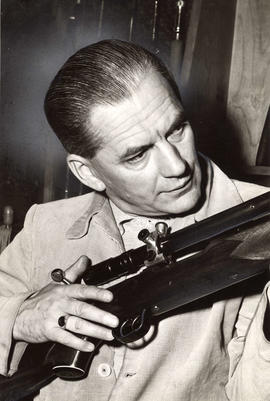Jean de Rimanoczy with rifle