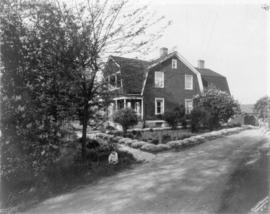 [The Smith Family house and garden at 2017 Kingsway]