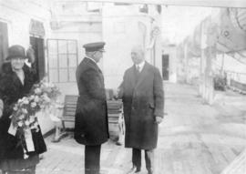[Mayor L.D. Taylor shakes the hand of the Captain of the R.M.S. Aorangi]
