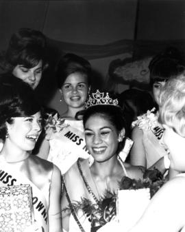 Nina Hamilton, Miss P.N.E. 1967 with other contestants