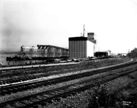 Alberta Wheat Pool elevator under construction