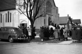 Congregation outside Dunbar Heights United