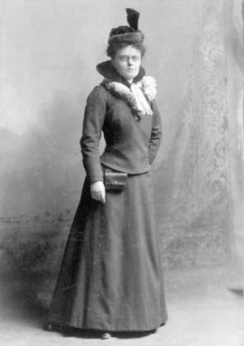 [Margaret Watters (later Mrs. William Innes Paterson)]