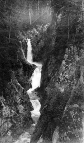The falls on Britannia Creek