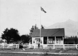 Geo. [George] Blue's house, Hope, B.C.