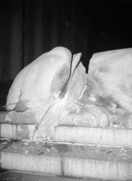 [Damage to the rear section of the lion statue on the courthouse steps]
