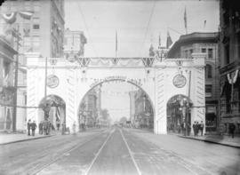 [Canadian Northern Railway arch at Hastings and Seymour Streets, erected for visit of Duke and Du...