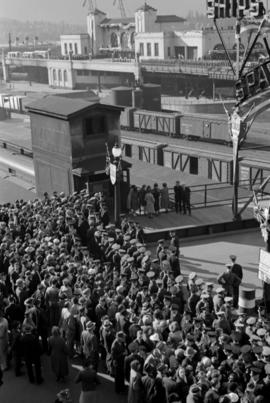 [Crowds at C.P.R. waterfront during royal visit]