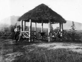 [A woman with her bike at the observation point ('summer house') at Prospect Point]
