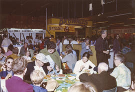 Crowd in food court, Food building