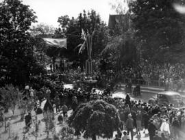 [Crowds line street for visit of King George VI and Queen Elizabeth]