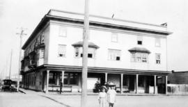 [Board of Trade trip - Two children standing in front of hotel or apartment building]