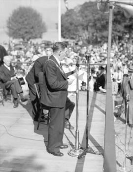 [Acting mayor, Alderman Jack Price addressing the crowd at the rededication of Stanley Park]