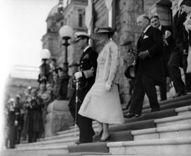 [King George VI and William Lyon Mackenzie King on steps of Legislature Building]