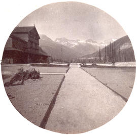 [View of the Selkirk range from the Glacier Lodge grounds]