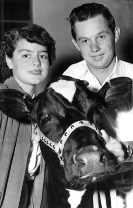 Langley : [4-H club members with cow]