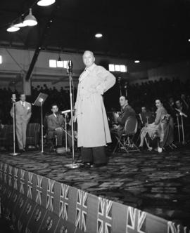 Jack Benny at Forum [for 6th War Loan Campaign]