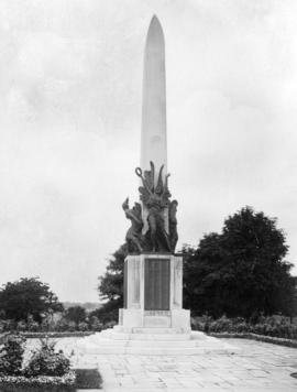 Bromley War Memorial by Sydney March