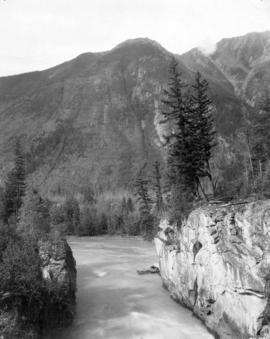 [View of Mount Robson showing the Fraser River]