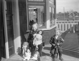 "[Jean and Jack Davidson on porch of ""Braeriach"" at 2119 West 42nd Avenue]"