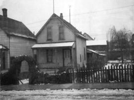 [Small narrow one-storey house (ca 1900) at 722 Keefer Street]