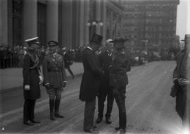 Lord Byng talking to R.C.M.P. officer