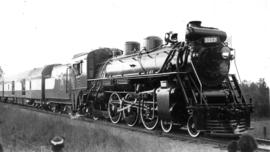 At Fort Langley : No. 5117 [the royal train during visit of King George VI and Queen Elizabeth]