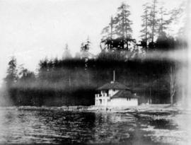 [Second Beach Bathhouse and Tea Room in Stanley Park]