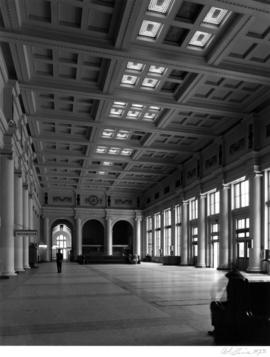 C.P.R. [Canadian Pacific Railway] Station (Waterfront Station), interior concourse