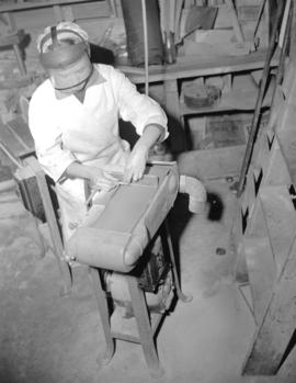 Bordeaux [Company employee using a grinding machine]