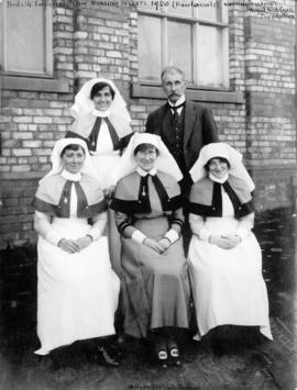 [British Army Nursing Sisters and a doctor who served during the World War I]