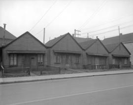 [Houses on the 300 block Dunsmuir Street]