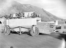 Lumber truck [Carrier]