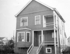 "[View of ""old"" (1904?) one storey house at 2264 Eton Street]"