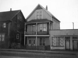 [One-and-one-half storey house (ca 1900) at 568 Keefer Street]