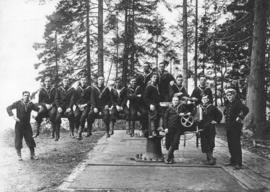 [The Royal Canadian Naval Volunteer Reserve at the gun emplacement near Siwash Rock, Stanley Park]