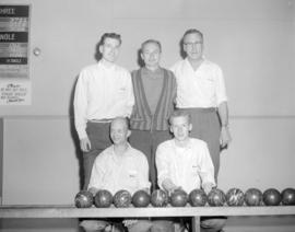 [Group portrait of West Vancouver Bowlers]