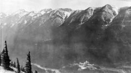 Banff Springs Hotel, Spray River, Sulphur M[oun]t[ain] from Tunnel M[oun]t[ain]