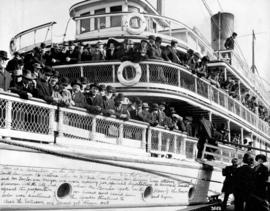 "[Passengers on board the S.S. ""Joan""]"