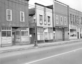 [Buildings and storefronts in the] 400 block Powell Street