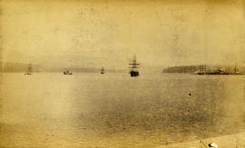 [Boats and ships in Vancouver Harbour]